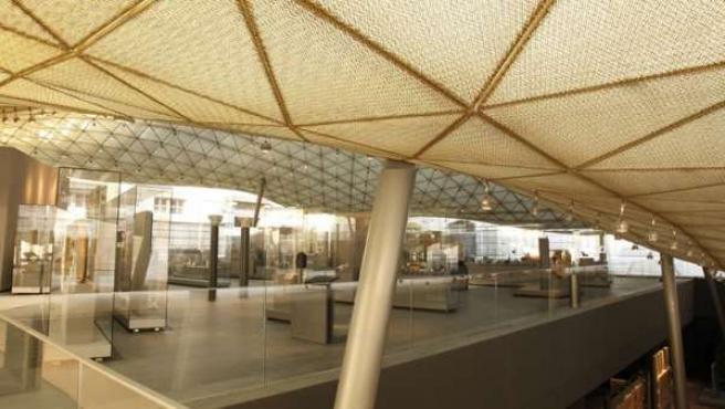 Interior del piso superior de la sala de arte islámico del museo