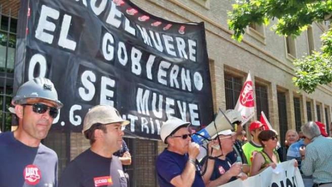 Concentración De Los Mineros Frente Al Edificio Pignatelli