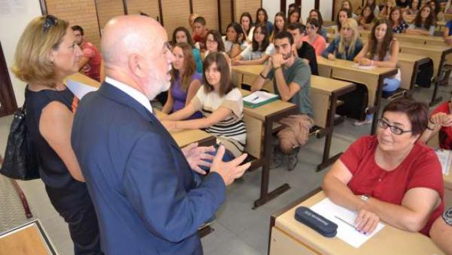 Molina Habla Con Los Nuevos Alumnos De La UAL