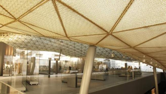 Nueva estructura del museo del Louvre que acoge la exhibición de arte islámico.