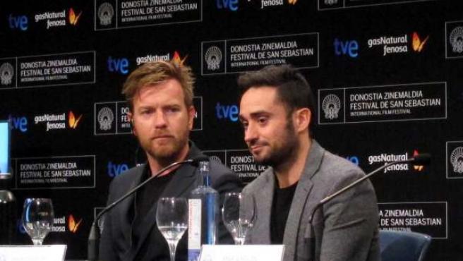 Ewan Mcgregor Y El Director Juan Antonio Bayona.