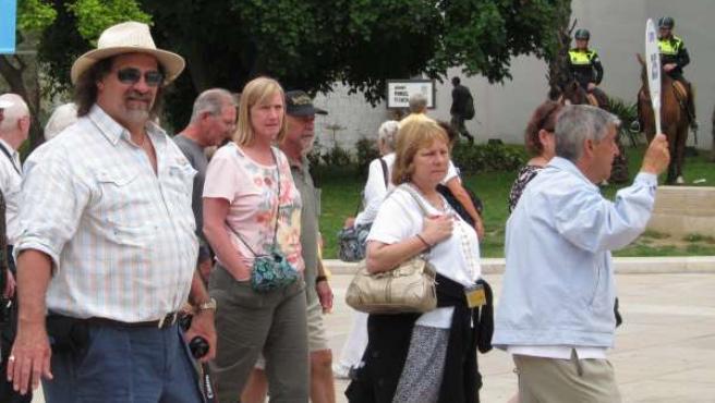 Turistas Paseando Por Málaga