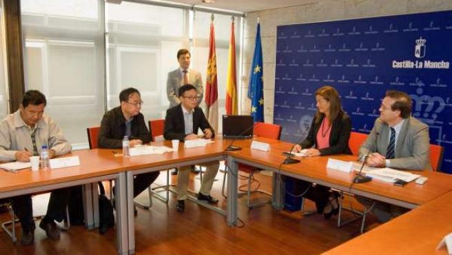 Leis y Garcia Ferrer con la delegación china