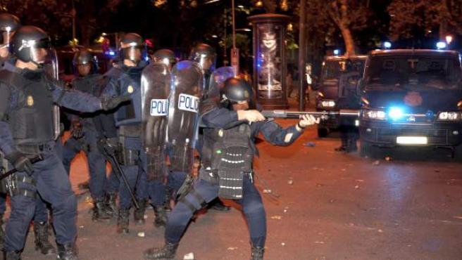 Antidisturbios en el madrileño Paseo del Prado, durante las cargas policiales del 25-S.