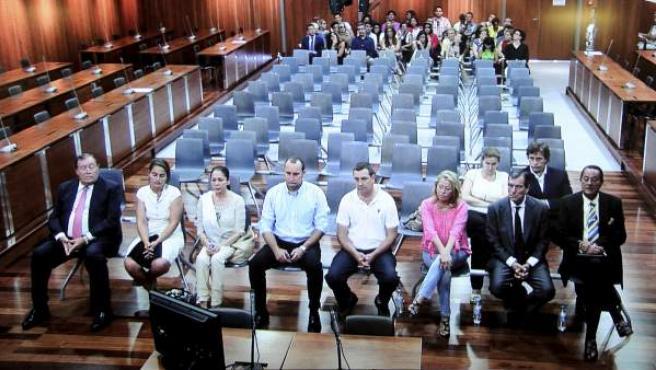 Julian Muñoz, Isabel Pantoja y Maite Zaldívar en la audiencia de Málaga durante el juicio por el caso Malaya.