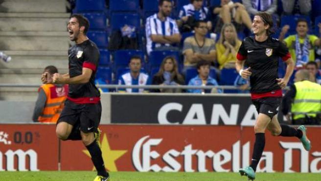 Raúl García y Filipe Luis celebran un gol del Atlético de Madrid.