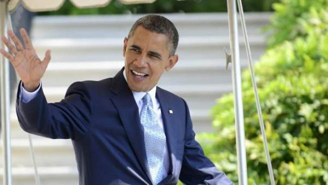 El presidente estadounidense Barack Obama, se dirige al helicóptero Marine One en la Casa Blanca, antes de asistir a los actos de campaña en Henderson, Nevada.