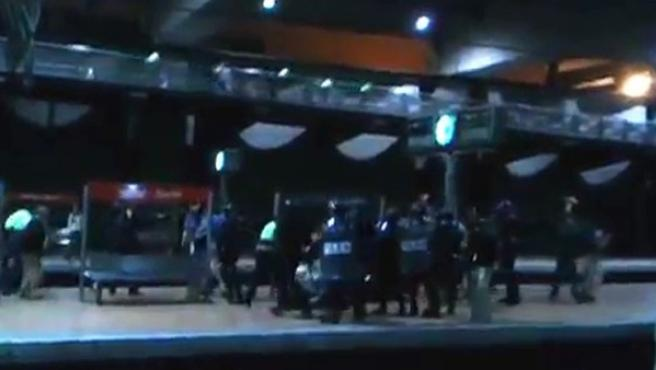 Carga policial dentro de Atocha