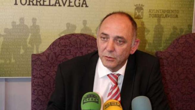 El concejal Francisco Trueba, en rueda de prensa