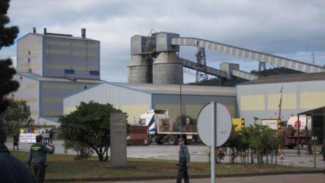 Vista de la factoría de Alcoa en San Cibrao, en Cervo (Lugo)