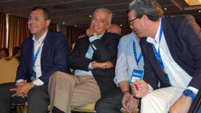 Arenas, junto a Sanz y Tarno, hoy en el Congreso del PP de Sevilla