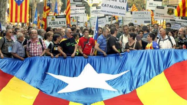Miles de catalanes se manifiestaron durante la Diada de 2012 en Barcelona para reclamar la independencia.