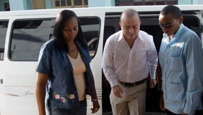 El español Ángel Carromero, a su llegada al tribunal Provincial de la ciudad de Bayamo.