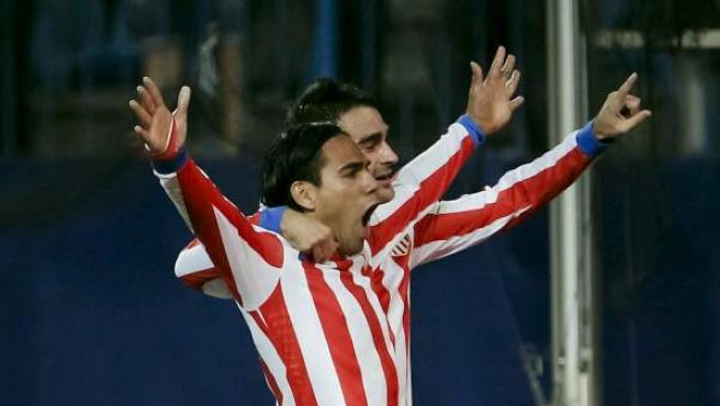 Radamel Falcao celebra un gol ante el Málaga.