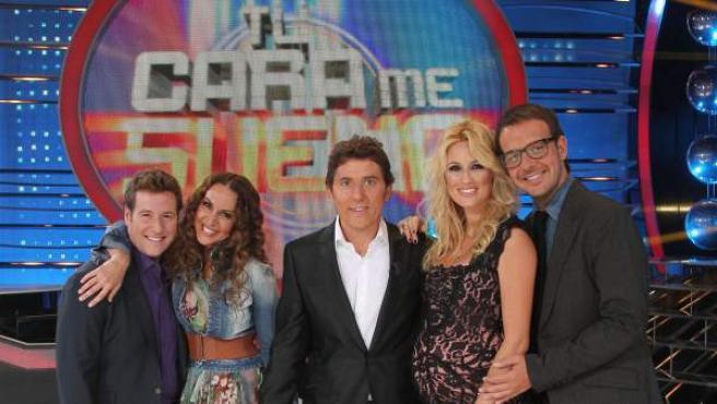 El jurado de 'Tu cara me suena', con el presentador Manel Fuentes (centro).
