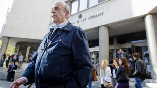"""Luis Cardona Urda, uno de los seis médicos a los que el juez titular del Juzgado de Instrucción número 47 de Madrid, que investiga a María Gómez Valbuena, """"sor María"""", por el supuesto robo de una niña en la Clínica Santa Cristina de Madrid en 1982."""