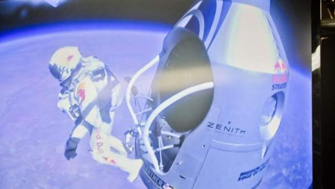 Momento del salto de Baumgartner.