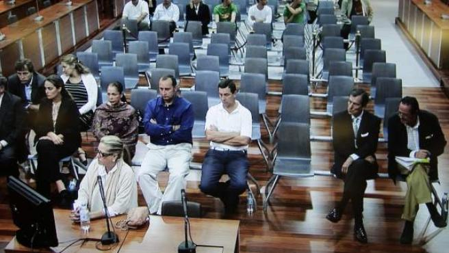 Fotografía realizada desde el monitor de la sala de prensa de la Audiencia de Málaga, de la exesposa del exalcalde de Marbella Julián Muñoz, Maite Zaldívar.