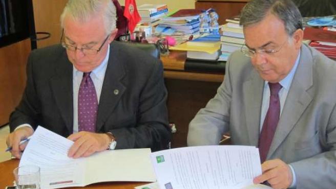 Cobacho y Valverde firman el acuerdo