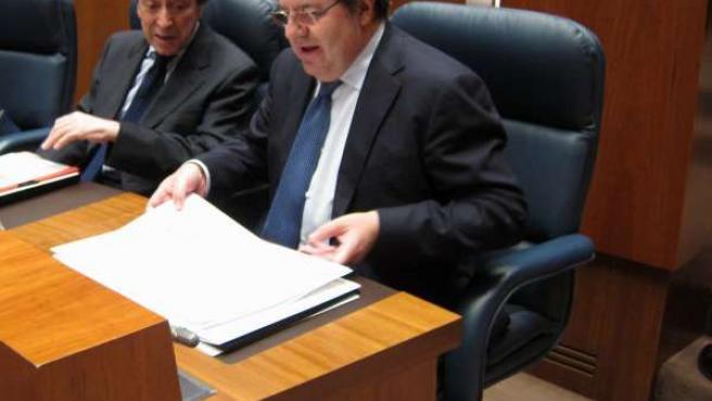 Juan Vicente Herrera minutos antes de su comparecencia ante las Cortes.