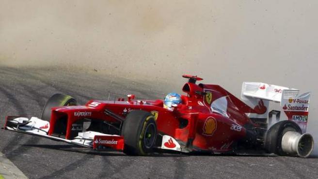 El piloto español de Ferrari, Fernando Alonso, se salió en la primera curva de Suzuka.