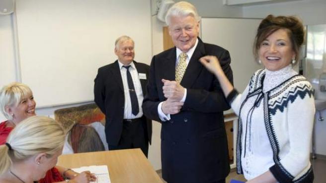 Ólafur Ragnar Grímsson, presidente de Islandia, en el momento de su votación.