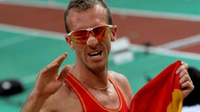 Sergio Sánchez en una imagen de archivo tras lograr la plata en los 3.000 metros en los Mundiales de atletismo.