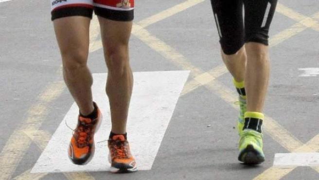 Imagen de archivo de atletas durante una carrera.