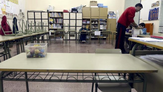 Aspecto que presentaba este jueves una de las aulas del Colegio Público Antonio García Quintana en la tercera jornada de huelga en la Enseñanza Secundariaa la que, por primera vez, se han sumado los padres.