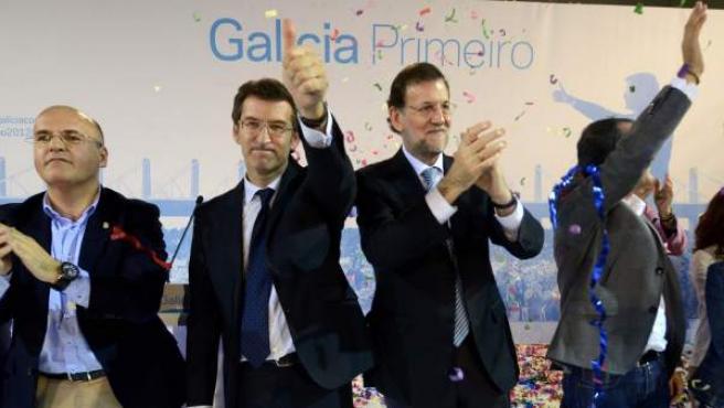 Alberto Núñez Feijóo junto al presidente del Gobierno, Mariano Rajoy, durante el cierre de campaña.