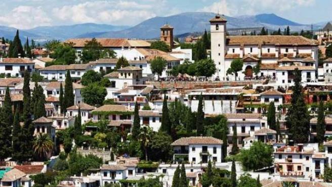 El Mirador de San Nicolás visto desde La Alhambra.
