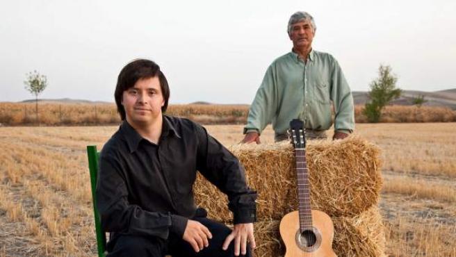 El cantaor Manolo de Santacruz, afincado en Córdoba, ha publicado 'La voluntad hecha voz', título de la primera maqueta y afirma que no piensa tirar la toalla mientras no consiga su sueño.