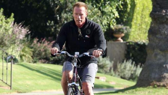 Una imagen de Arnold Schwarzenegger, por las calles de Santa Mónica.