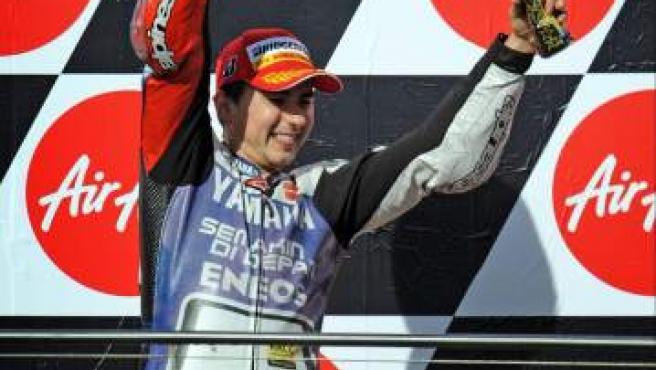 Lorenzo, en el podio de Australia, celebra su segundo Mundial de MotoGP.