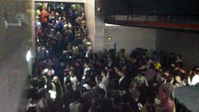 Imagen del pasillo en el que se produjo la tragedia en el Madrid Arena durante la noche de Halloween.