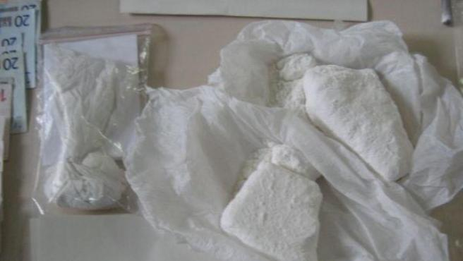 Varios paquetes incautados con cocaína en su interior.