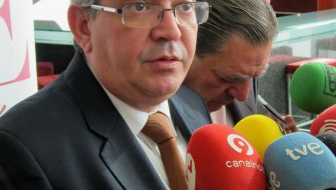 El Conseller José Manuel Vela Atiende A Los Medios Antes Del Pleno De AVE.
