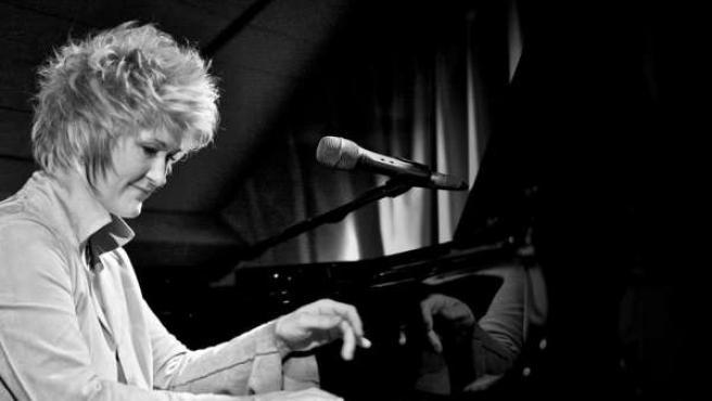 La cantante y pianista Dena de Rose