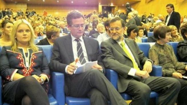 Mari Mar Blanco, con Basagoiti y Rajoy, en un mitin del PP vasco.