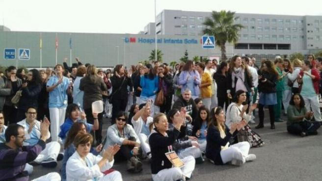 Protesta de los trabajadores del Hospital Infanta Sofía de San Sebastián de los Reyes.
