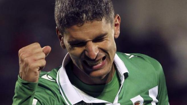El delantero del Betis, Salvador Sevilla, celebra el cuarto gol del equipo verdiblanco