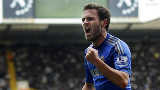 El mediapunta español del Chelsea, Juan Mata, durante la celebración de un gol.