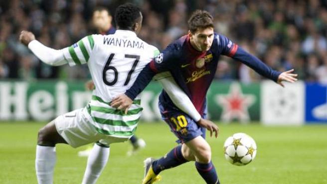 Wanyama intenta frenar a Leo Messi en el Celtic - Barça.