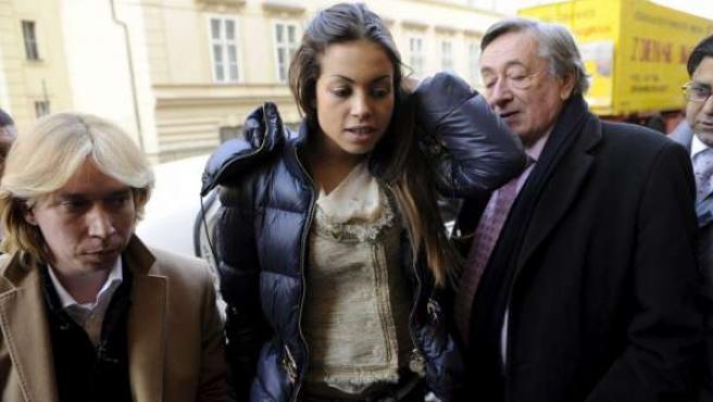 La joven marroquí Karima El Mahroug , conocida como 'Ruby Robacorazones' , el pasado 3 de marzo en la Ópera de Viena.