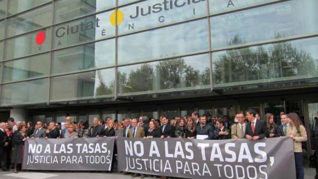 Abogados Concentrados En Valencia En Contra De Las Tasas Judiciales