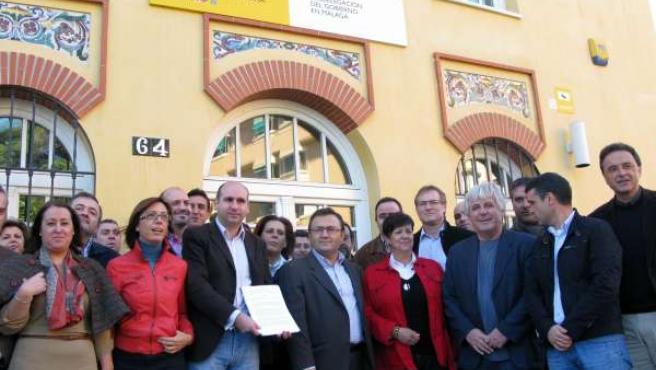 Alcaldes del PSOE junto a Heredia y Conejo