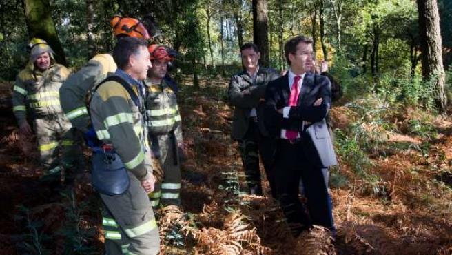 Núñez Feijóo asiste a una zona de trabajo de prevención de incendios forestales