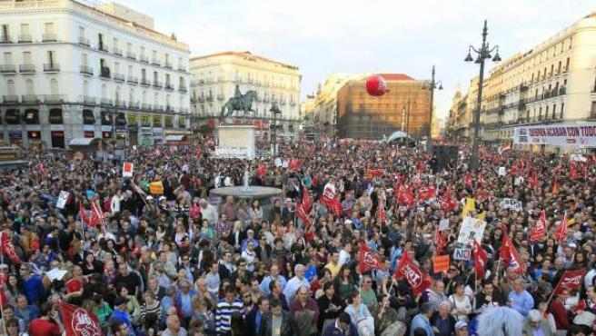 Miles de personas en la Puerta del Sol de Madrid durante la marcha del 29-M.