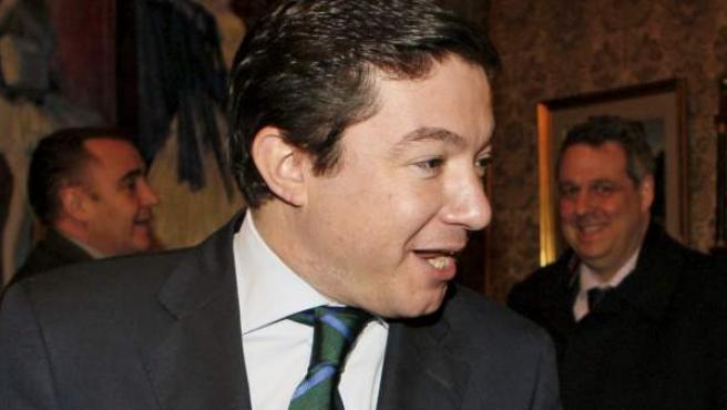 El teniente de alcalde de Madrid Pedro Calvo, en una imagen de archivo junto a la socialista Amparo Valcarce.