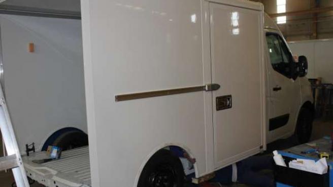 Carrozado con puerta corredera, durante su fabricación.